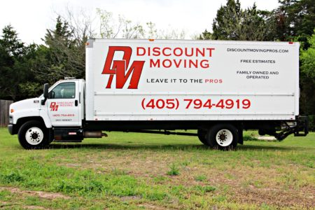 Discount Moving Logo